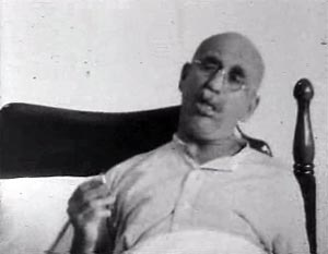 Warren Mitchell in an anti-smoking ad